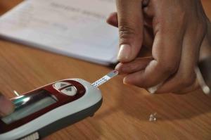 Blood_Glucose_Testing_-_Kolkata_2011-07-25_3982